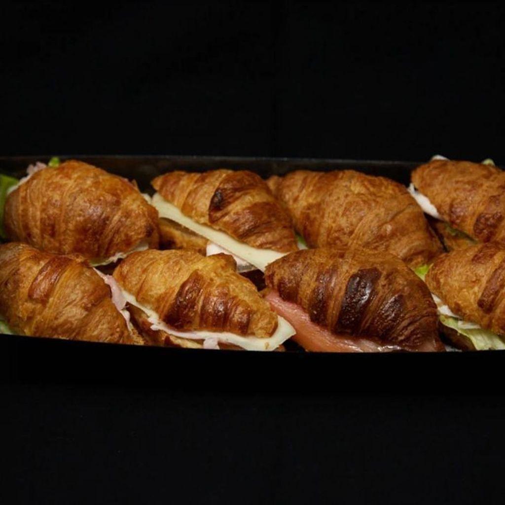 Croissants rellenos salados BOX 8 Uds