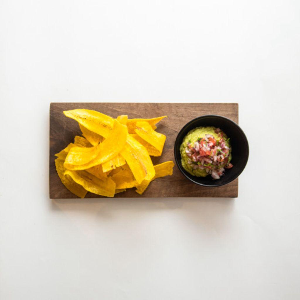Guacamole con Plátano Macho Crujiente