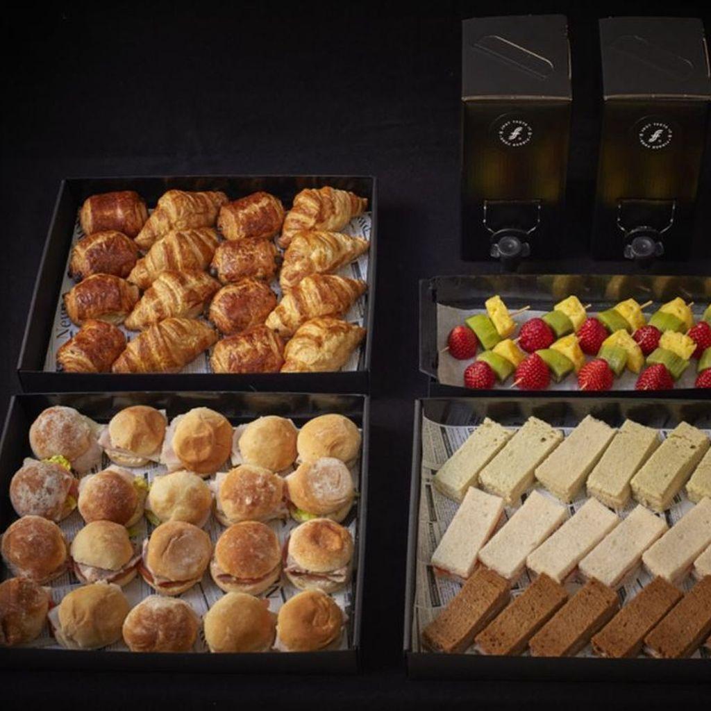 Combo Desayuno 3: para 8-10 Pax con Fruta & Café