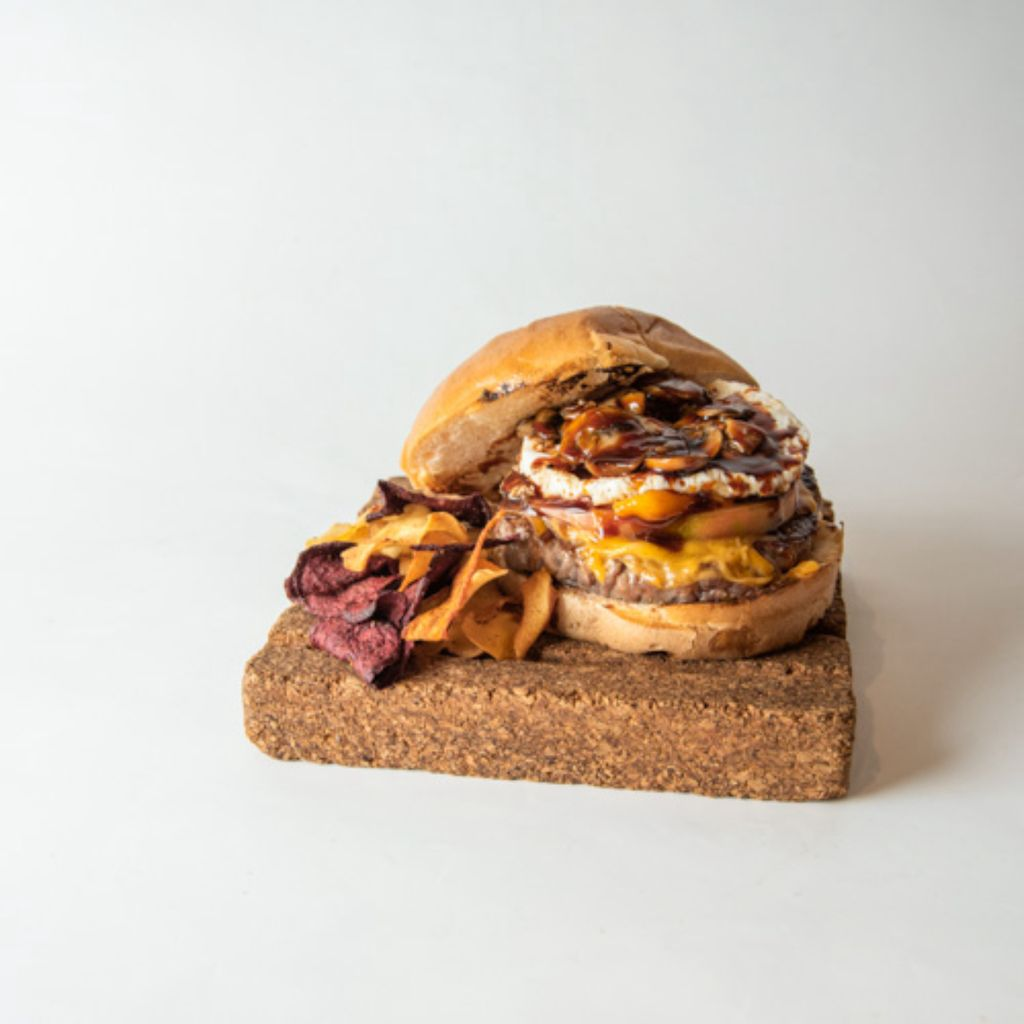 XL Burger Completa de 180g de carne Black Angus con salsa BBQ