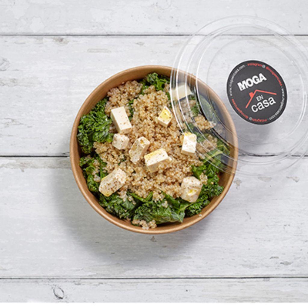 Ensalada de kale, quinoa y tofu