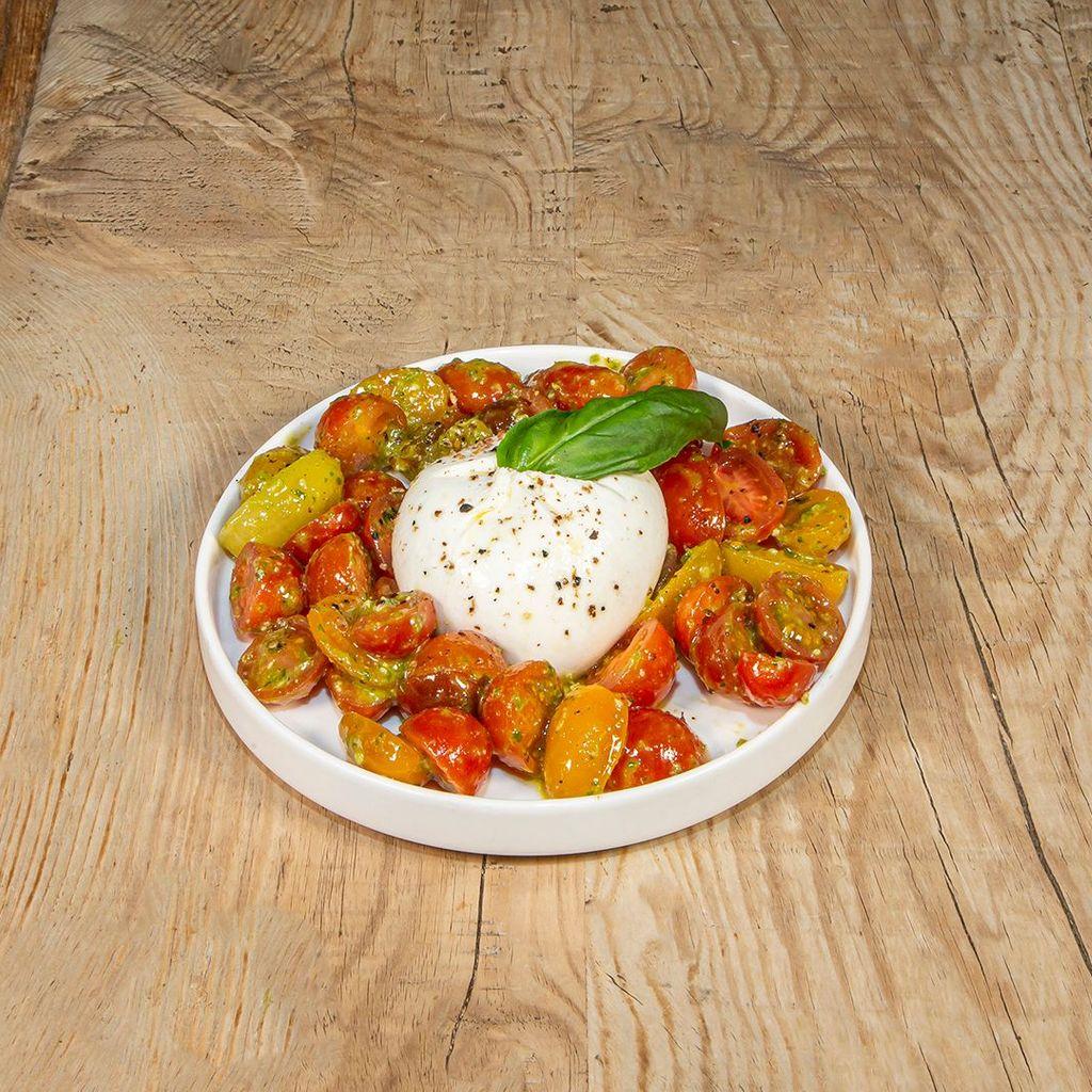 Burrata, tomates Cherry, pesto y aceite de trufa