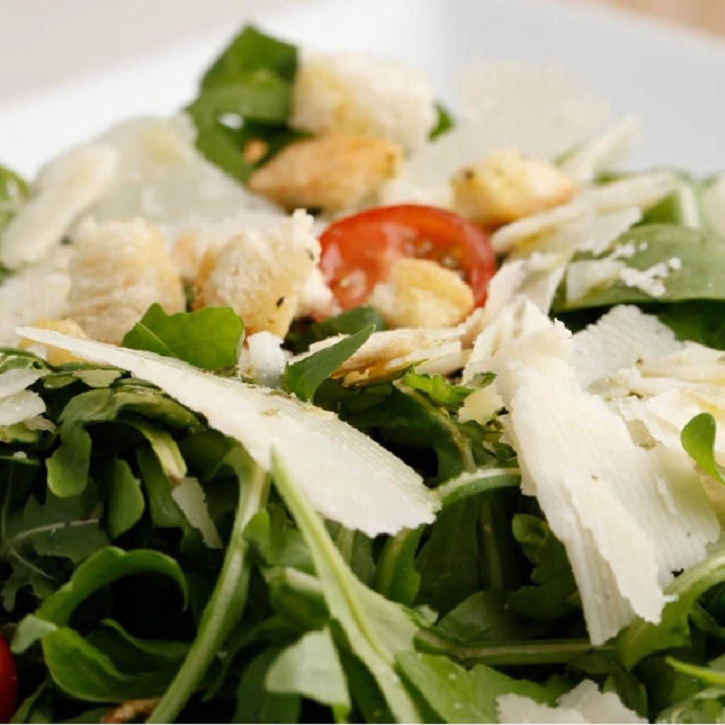 Ensalada Rúcula con Parmigiano