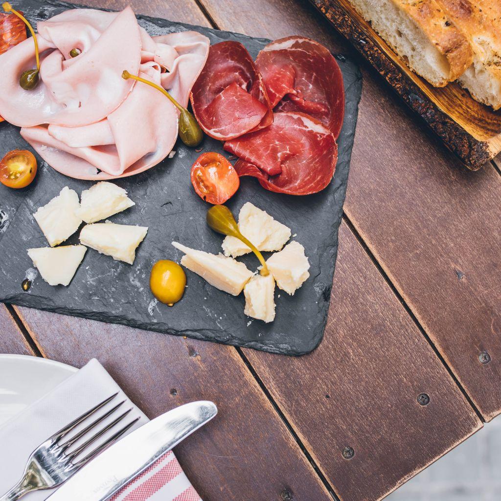 ITALIA DOC - Embutidos & quesos Italianos, marmelada de la casa, olivas, focaccia casera