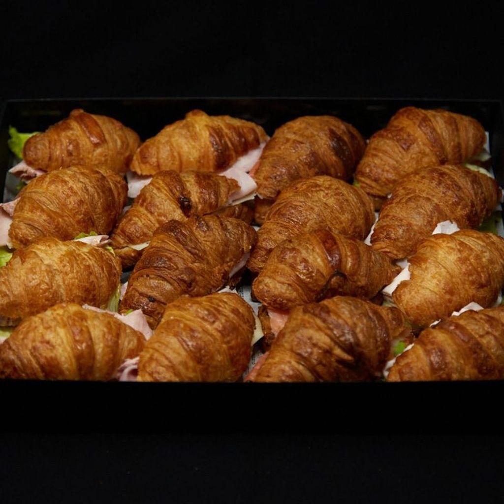 Croissants rellenos salados BOX 16 Uds