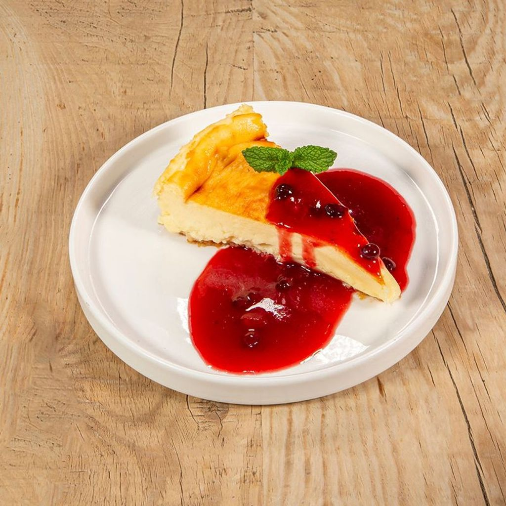 Tarta de queso Payoyo con coulis de frutos rojos