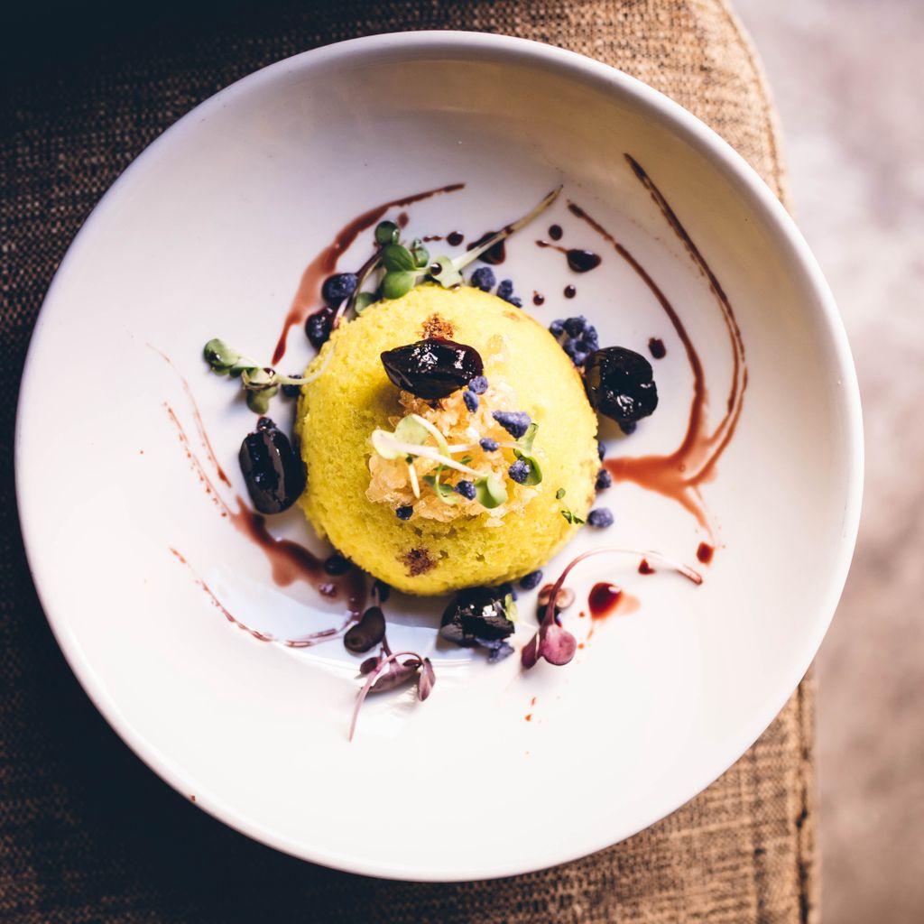 CASSATA - De ricotta con citronella, bergamotto, cerezas, flor de violeta