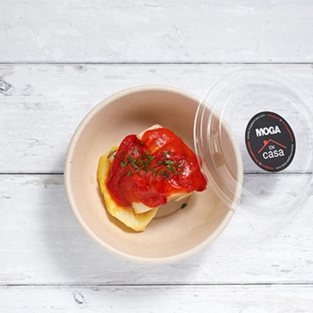 Bacalao con tomate y piquillos con patatas