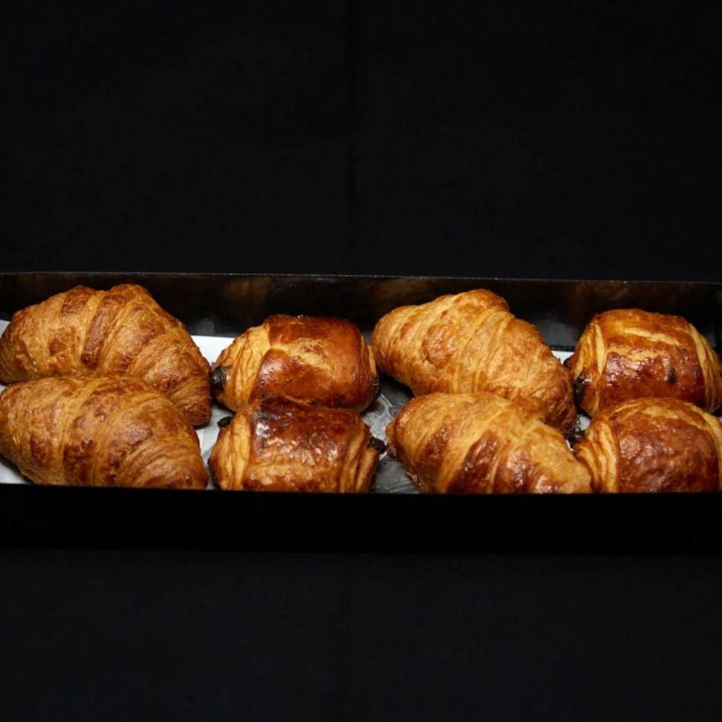 Croissants y napolitanas de chocolate BOX 8 Uds
